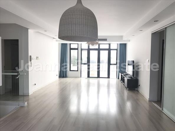 长宁区,别墅,3室2厅3卫270平米,RMB       33000.00元/月