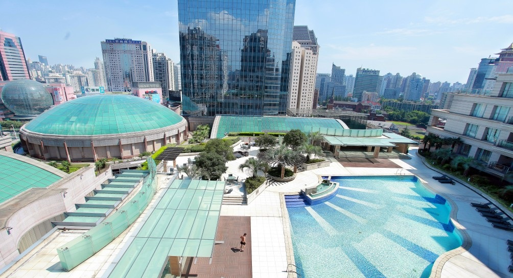 , 6 Compounds with Extraordinary Outdoor Pools